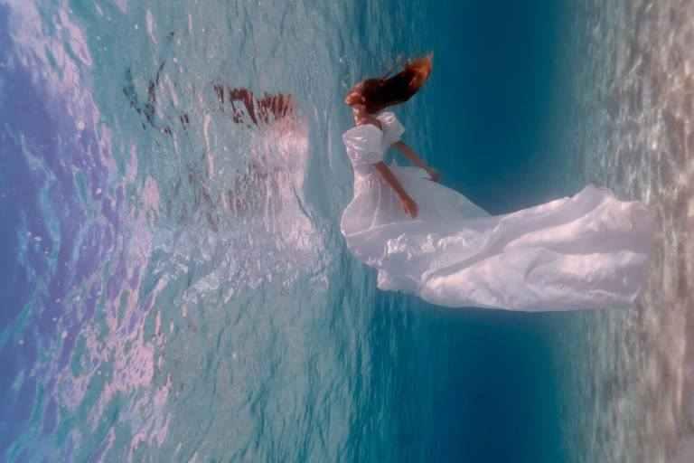صور مميزة لعرائس تحت الماء