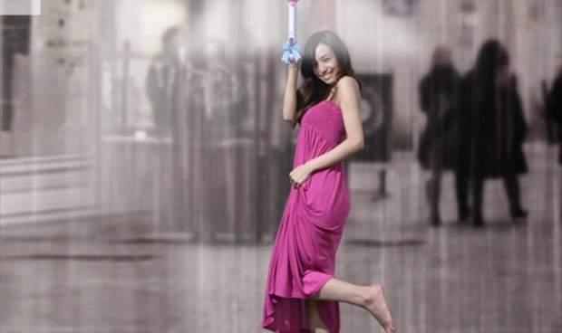 بالصور.. مظلة جديدة تعمل بالهواء لتقي من المطر !!
