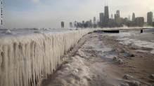 عام 2014 بحيرة ميشغن في شيغاغو المتجمدة من شدة البرودة
