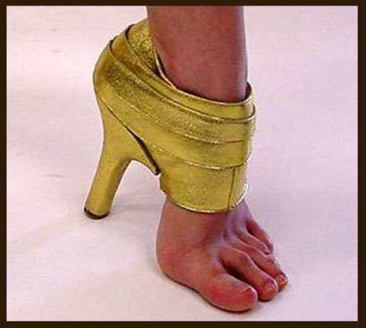 حذاء غريب
