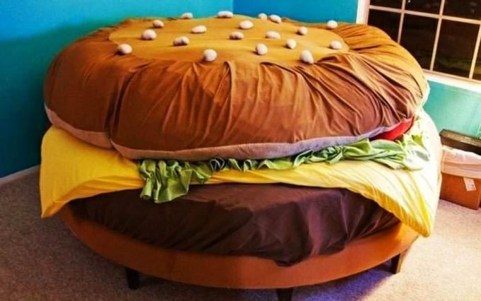 سرير على شكل قطعة همبرغر