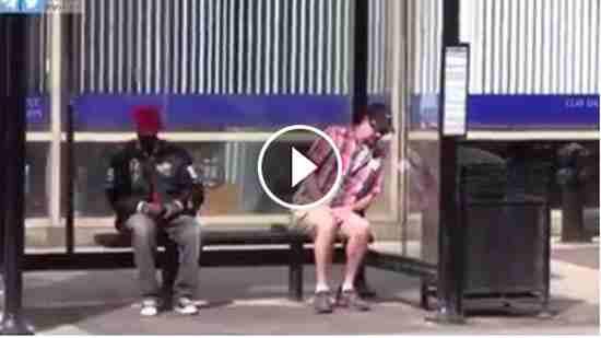 طريقة التخلص من اللصوص رجل يلقنهم درس قاسي فيديو