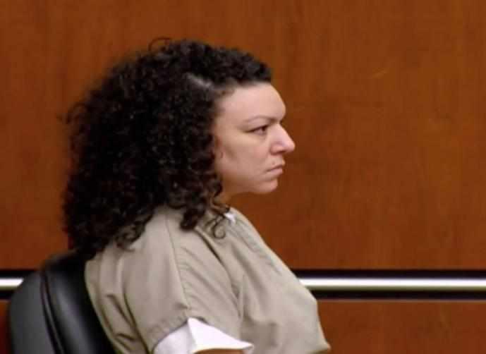 الحكم بالسجن 100 سنة لامرأة شقت بطن امرأة أخرى وانتزعت جنينها!