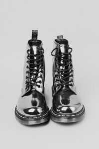 حذاء فضي 2016