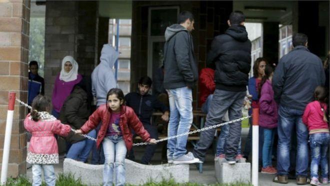 بريطانيا تعيد اللاجئين السوريين إلى دول تعرضوا فيها لإساءات