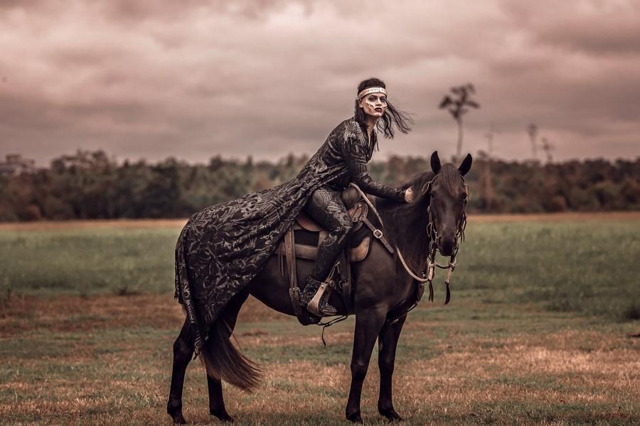 Halloween Vampire Horse Black Gold Ahnvee Louisiana Goth Victorian king ruletheworld blood rubys stallion harley fxmakeup makeup darkmakeup darkbeauty jdcollection