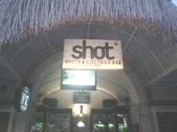 alaçatı shot bar ahşap tabela
