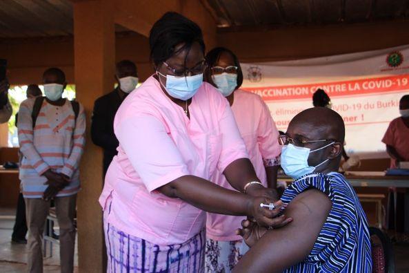 Réouverture des frontières : Le gouvernement attend un certain niveau  d'immunisation de la