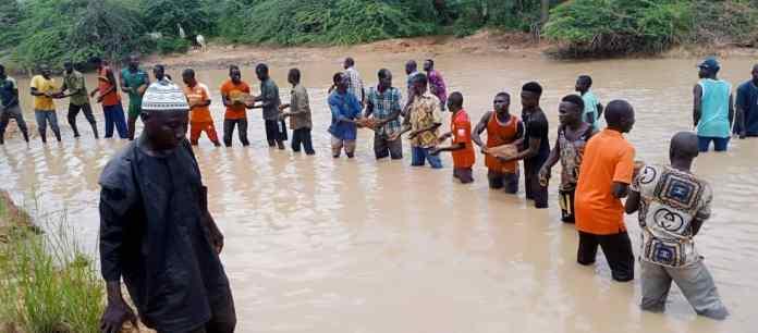 Boulsa : La digue routière de Zéguédéguin, réhabilitée par les populations, désormais franchissable