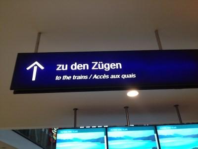 Leipzig Signs - Zu den Zügen To the trains