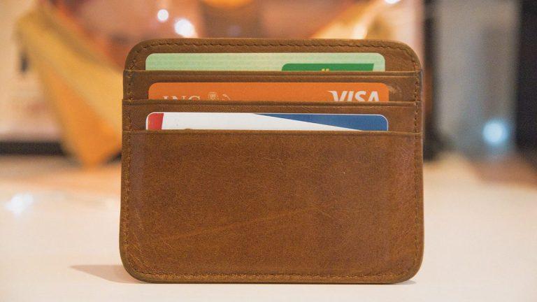 Quels sont les services liés à une carte bancaire? – Aide BTS Assurance