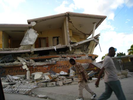 Collapsed building on Delmas 33