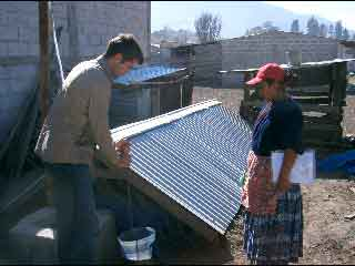 Maarten instructs Lety on how to use her biodigester