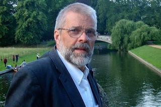 """Crise financière_Paul Dembinski : retour aux valeurs humanistes et spirituelles ? (RTS 5 oct 2014 """"Haute Définition"""")"""