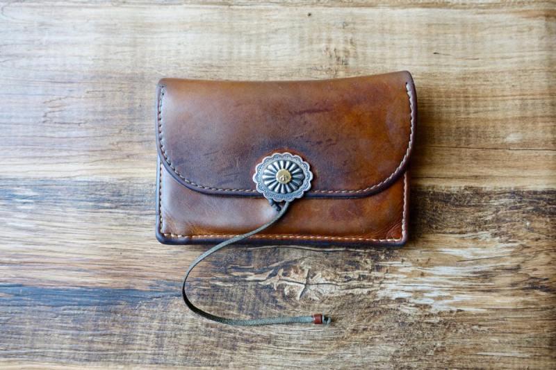 ゴローズ レザー財布とシルバーコンチョ