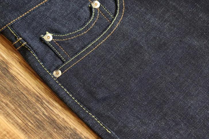 ジーンズの綿糸による縫製