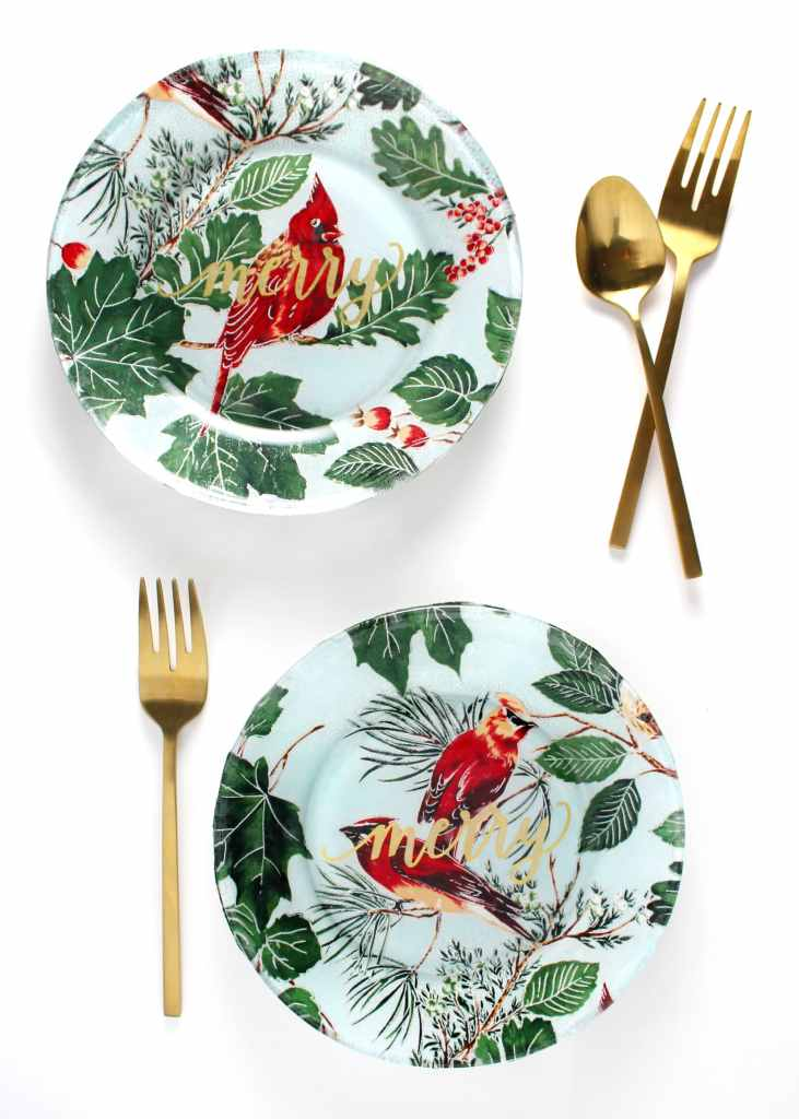 If you're looking for an easy and glam DIY gift this holiday then look no further than these Fabric Covered Plates or make your own and dress up your table.