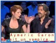 Aymeric Caron mange de la viande