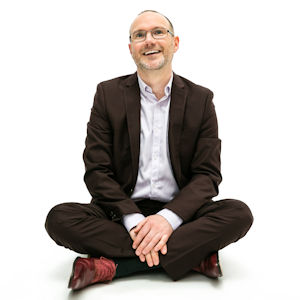 Stephen Wells Sensational Business Coach - seated crossed legs