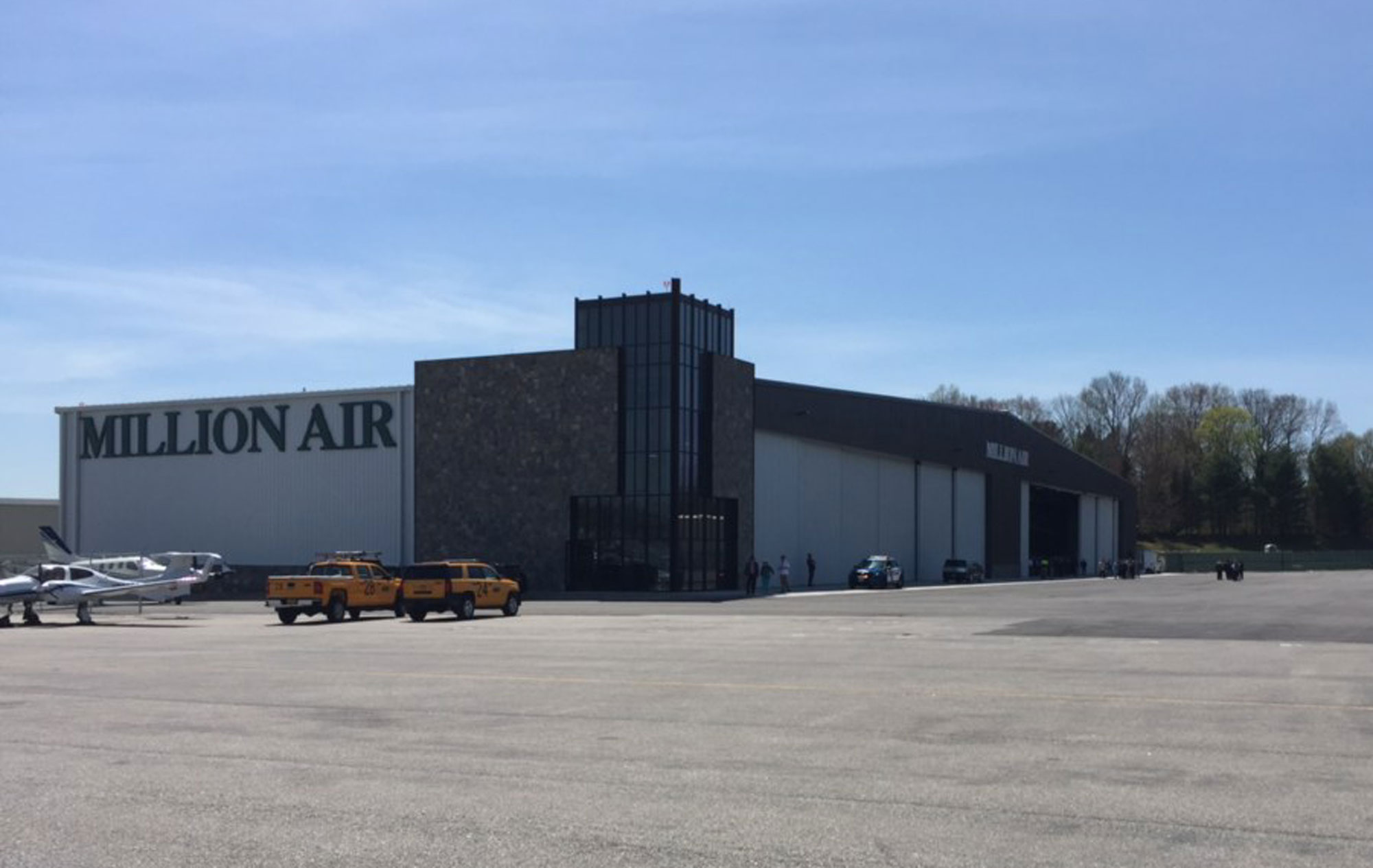 Million Air Unveils HPN Hangar   Business Aviation News  Aviation     Million Air s just opened 52 000 sq ft hangar at Westchester County Airport  in White Plains  New York  represents the first new aircraft storage  facility at