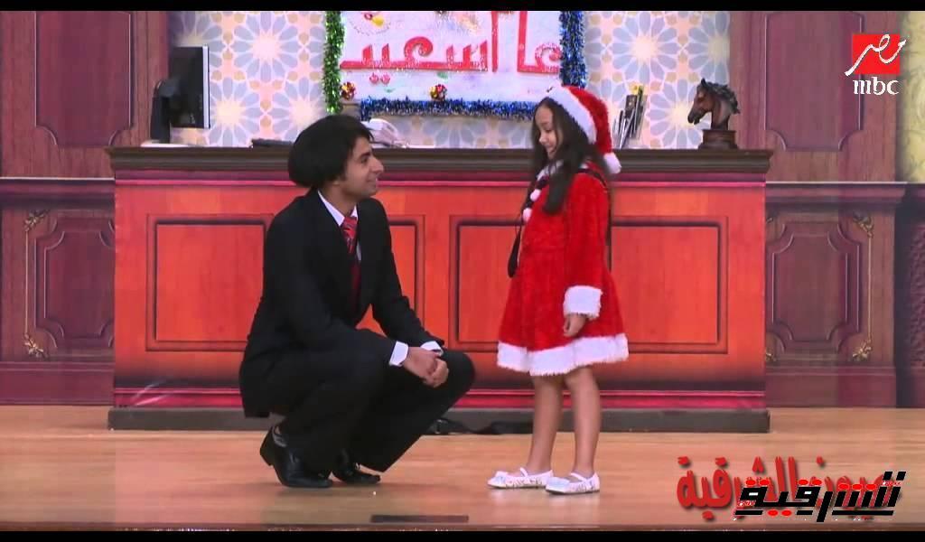 دخول غير متوقع لبنت الكوافير علي خشبة مسرح مصر