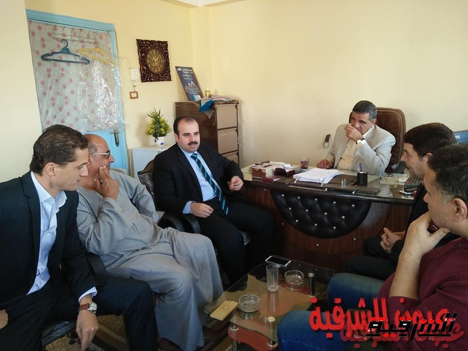 وكيل وزارة الصحة يناقش مع أهالي منشأة أبوعمرو تطوير الخدمة الصحية