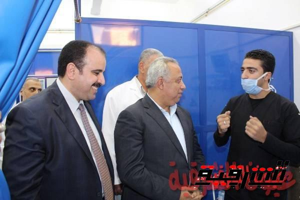 محافظ الشرقية ووكيل وزارة الصحة يتفقدان أقسام مستشفي كفر صقر
