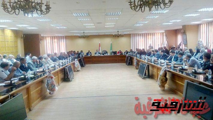 محافظ الشرقية يوجه الجهاز التنفيذي بعقد لقاءات جماهيرية لتوضيح أهداف برنامج الإصلاح الإقتصادي