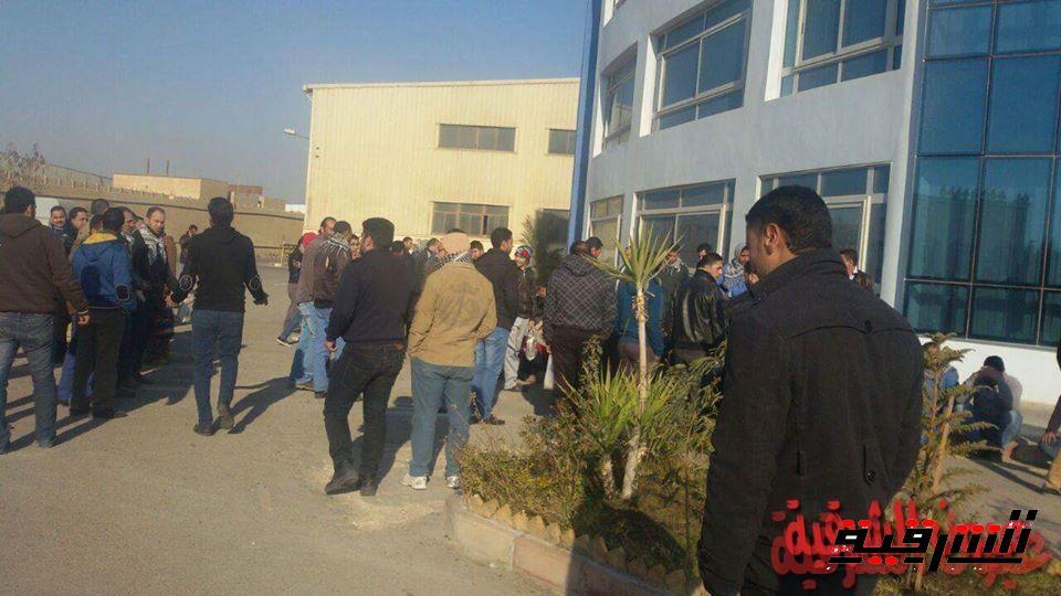 وقفة إحتجاجية للعاملين بمصنع القاهرة للزجاج للمطالبة برفع الأجور