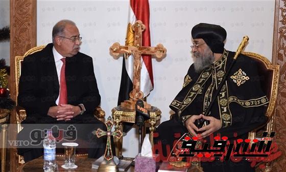 بالفيديو.. رئيس الوزراء يزور الكاتدرائية ويهنئ البابا والاقباط بعيد الميلاد المجيد