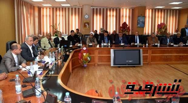 تفاصيل الاجتماعي الأسبوعي لمحافظ الشرقية مع عدد من المواطنين