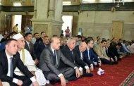 محافظ الشرقية ومدير الأمن ووكيل وزارة الأوقاف ،يؤدون صلاة العيد بمسجد الفتح