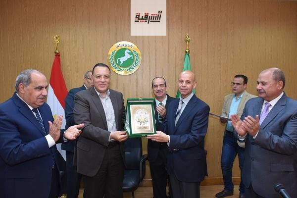 محافظ الشرقية يُكرم الفرق الطبية المتميزة والمشاركة في حملة 100 مليون صحة