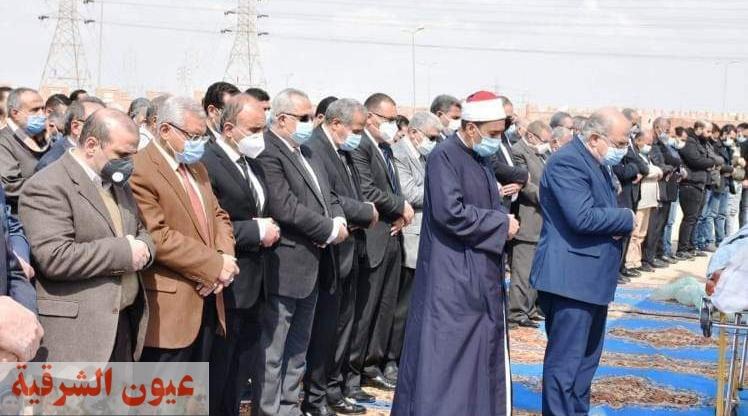 وزير التموين ومحافظ الشرقية ورئيس جامعة الزقازيق يشاركون في تشييع جثمان الدكتور خالد عبدالباري بالعاشر