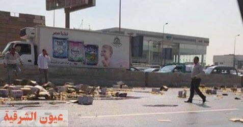 إنقلاب شاحنة محملة بكميات كبيرة من الزيت بطريق بلبيس / العاشر