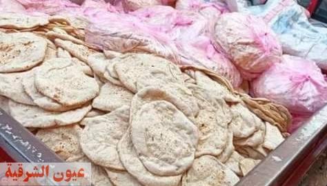 ضبط ٧ آلاف رغيف خبز بلدي مدعم قبل تهريبه وبيعه في السوق السوداء بصان الحجر