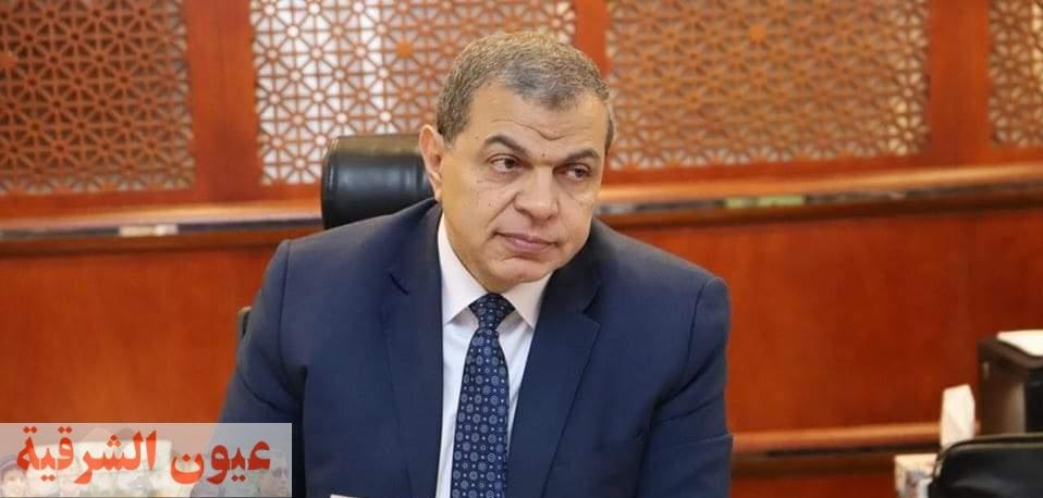 القوى العاملة : تحويل مستحقات مصري بعد عودته من قطر وتسجيل العمالة غير المنتظمة بالوادي الجديد