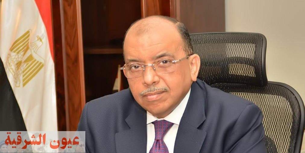 وزير التنمية المحلية يتلقى تقريراً من غرفة العمليات عن متابعة تطبيق قرارات الحكومة فى شم النسيم