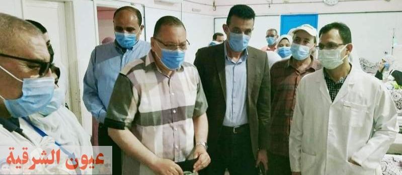 محافظ الشرقية يُفاجئ مستشفى أولاد صقر المركزي ويُكافئ الأطقم الطبية والعاملين بالمستشفى