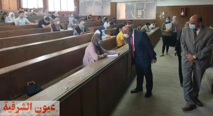 نائب رئيس جامعة الزقازيق لشئون التعليم والطلاب يتفقد سير الإمتحانات بالكليات وسط إجراءات إحترازية مشددة