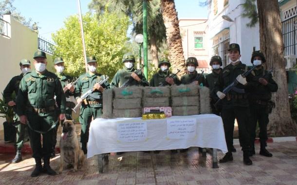 الجزائر .. ضبط أكثر من 5 قناطير من الكيف المعالج بمنطقة بني ونيف الحدودية ببشار .