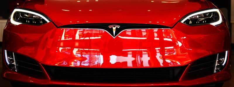 Tesla tikslams pagalius į ratus kaišioja Covid pandemijaTesla tikslams pagalius į ratus kaišioja Covid pandemija