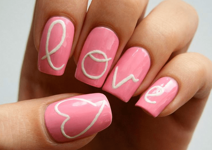 http://www.thankgodimnatural.com/10-nail-designs-perfect-for-valentines-day/