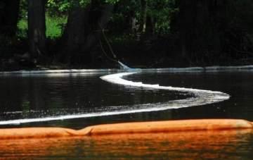 Kalamazoo River - containment boom