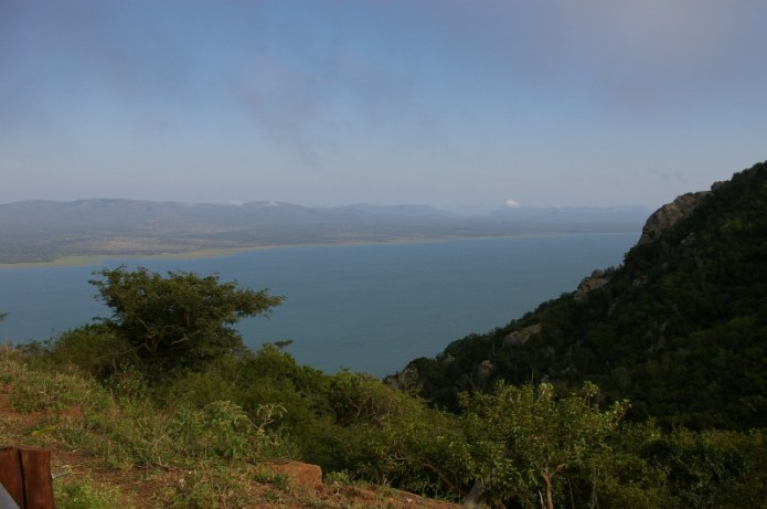 Lake Jozini from Lebombo Mountain road. photo: Peter Tiedt
