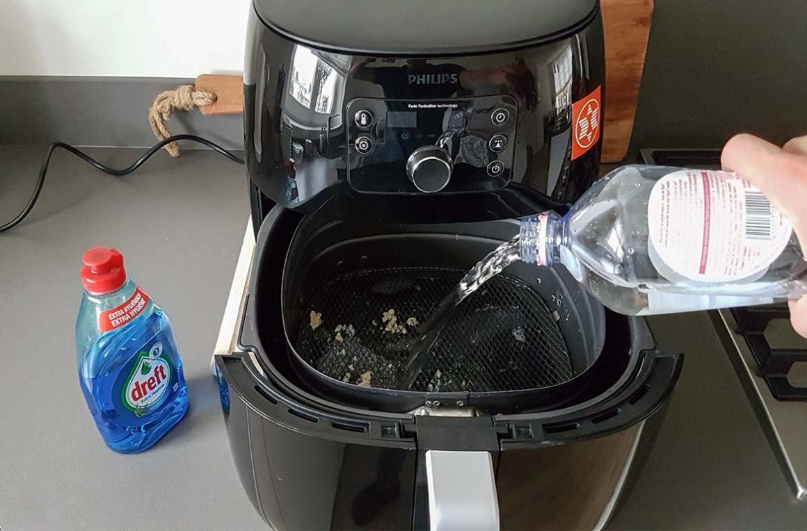 clean-philips-airfryer-xxl-warm-water-dish-soap