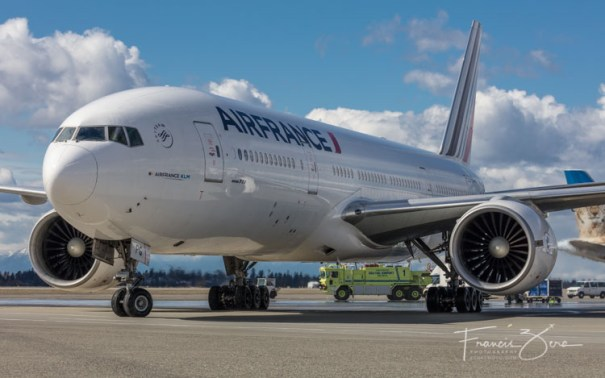 Up close as AF338 taxiing to its gate