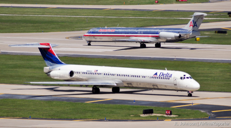 When it was shined up, that bare metal livery could sure put otherwise great liveries to shame. This photo snapped in St. Louis, September 2010.