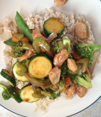 Chicken Stir Fry with Rice: Easy, yummy and healthy dinner. Enjoy this chicken stir fry tonight!