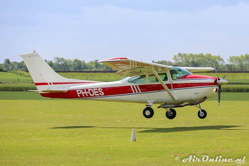 PH-DES Reims-Cessna F182P Skylane II